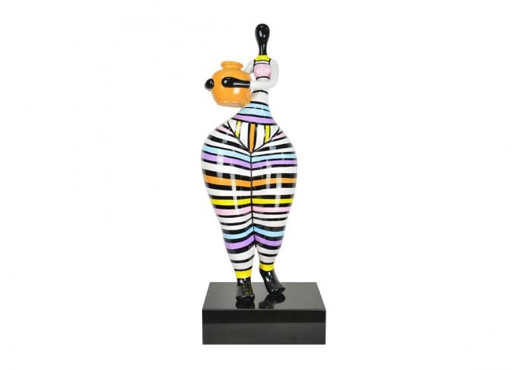 Statue de Femme au vase, sculpture en résine sur son socle. 74 cm