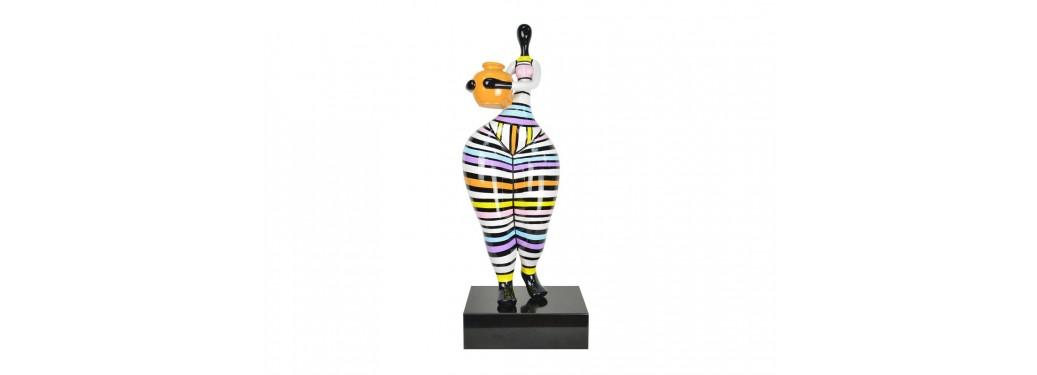 Statue de femme au vase, sculpture en résine sur son socle - H74 cm