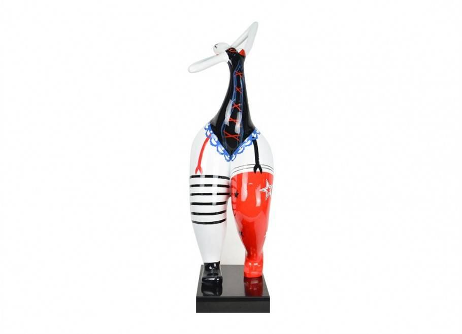 Statue de femme en lingerie. Sculpture en résine peinte.