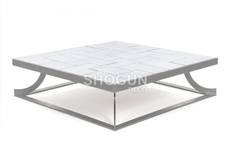 c3543d26bb01b9 Table basse carrée Aéro en aluminium riveté