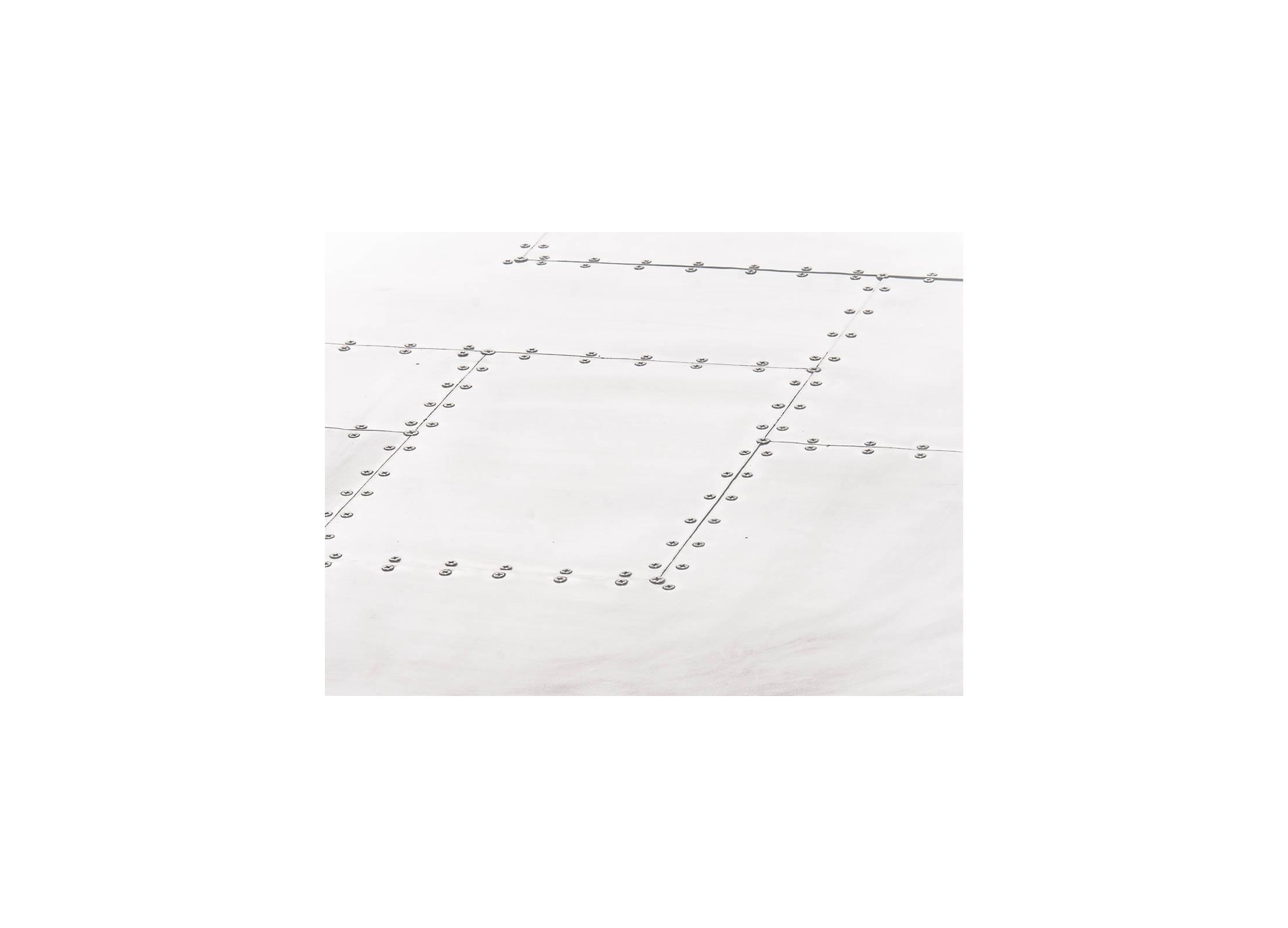 2c0c790ed9802d Table basse carrée Aéro en aluminium riveté