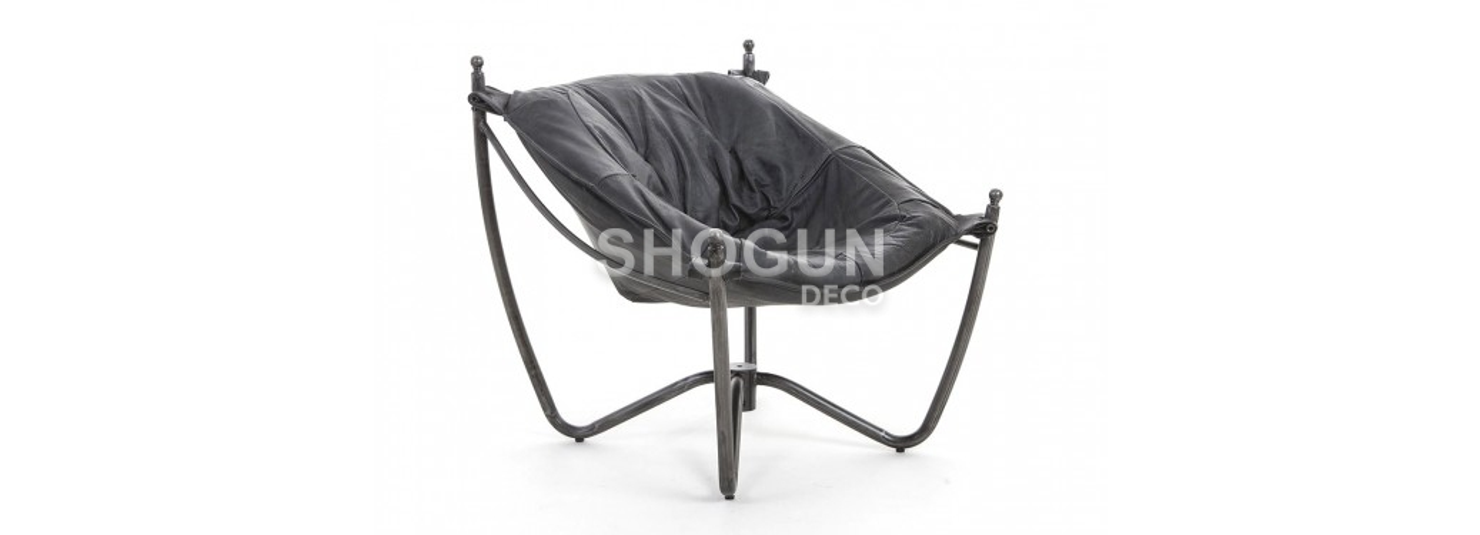 Fauteuil style Gothique cuir noir et métal