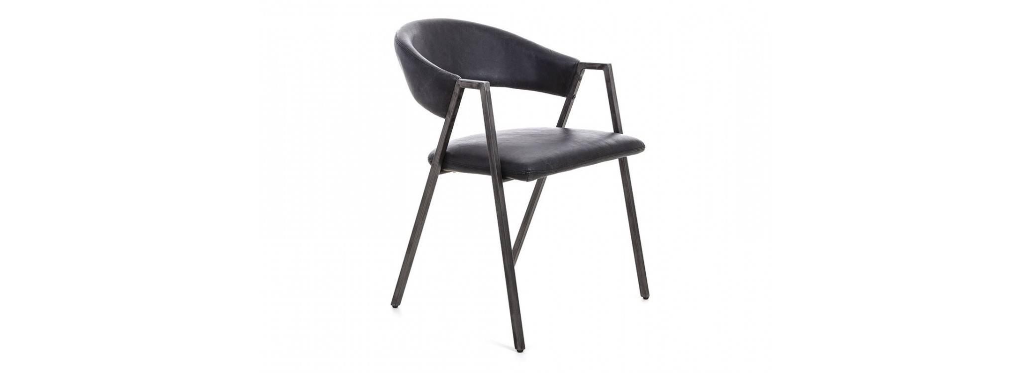 Chaise en cuir et métal noir