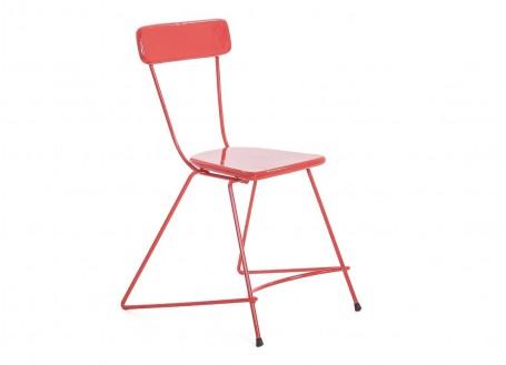 Chaise trapèze en métal, assise en bois peint vernis rouge