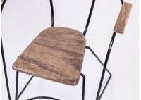 Fauteuil trapèze en métal et assise en bois de manguier brut