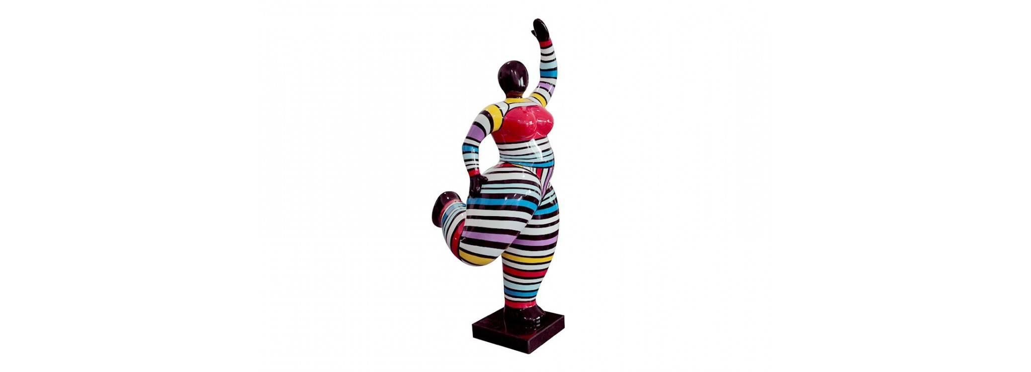 Grande statue Femme ronde,bras levés. Motifs rayés - H116 cm