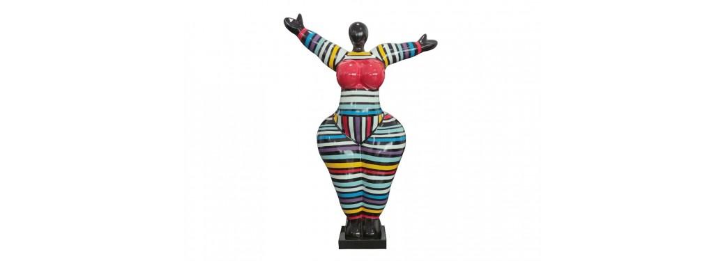 Grande statue Femme ronde, bras écartés. Motifs rayés -H129 cm