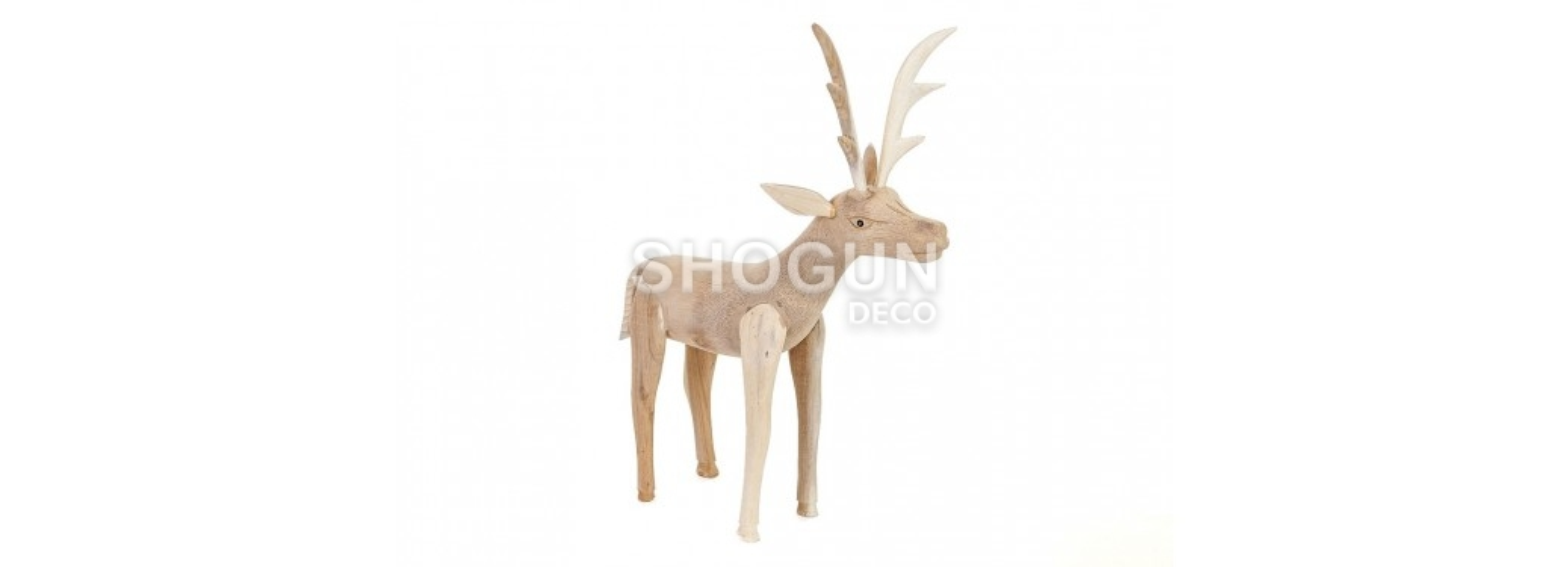 Cerf, sculpture en bois. artisanat du monde.