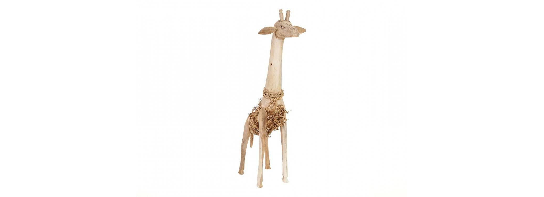 Girafe, sculpture en bois. Artisanat du monde.