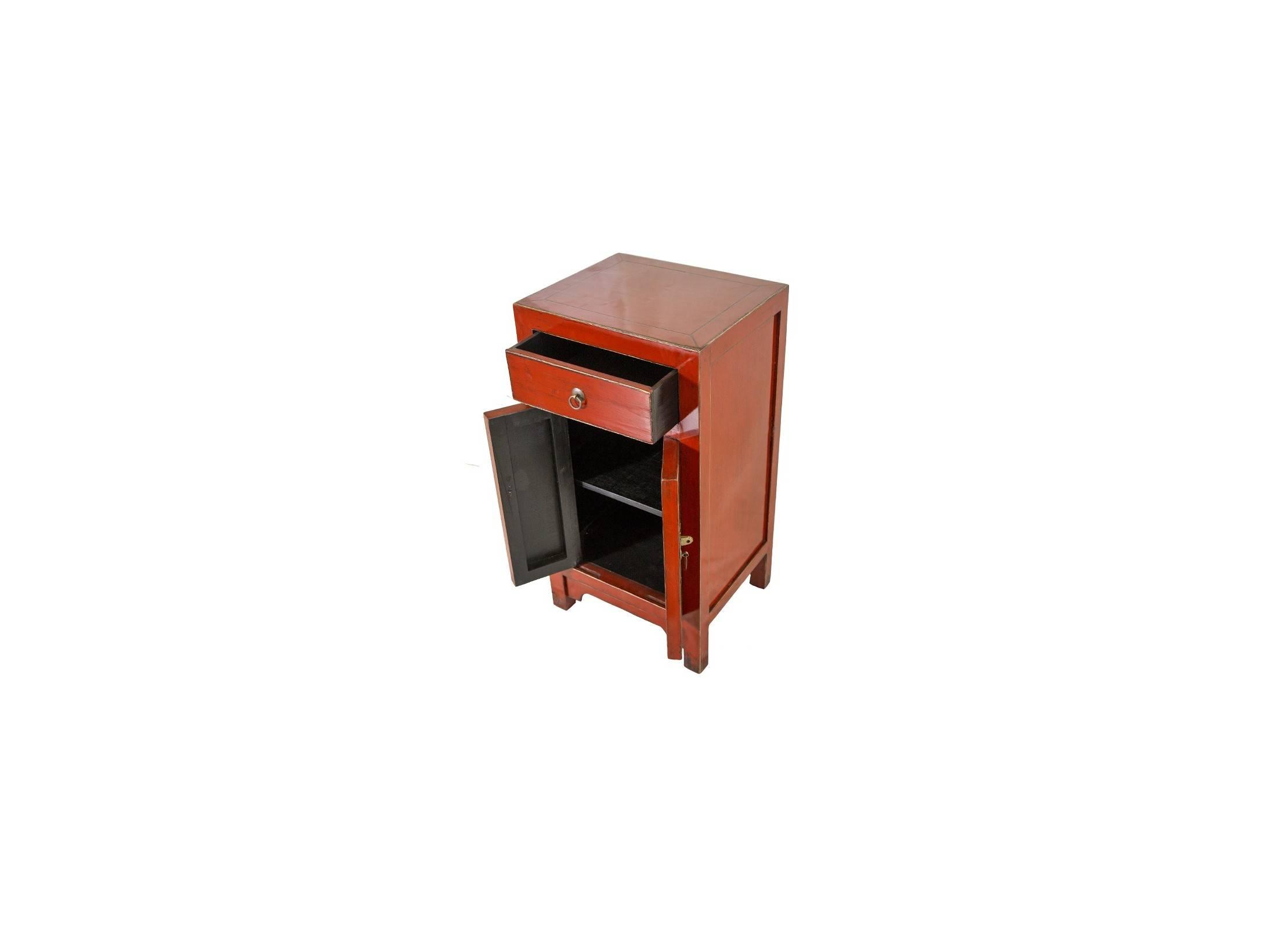 meuble d appoint chevet colbay fu 2 portes et 1 tiroirs bois massif avec finition laqu e. Black Bedroom Furniture Sets. Home Design Ideas