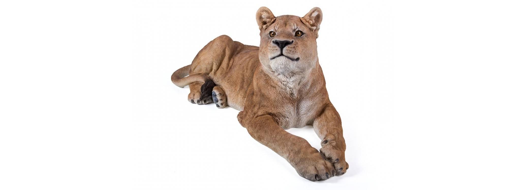 Realistic statue - Lionne