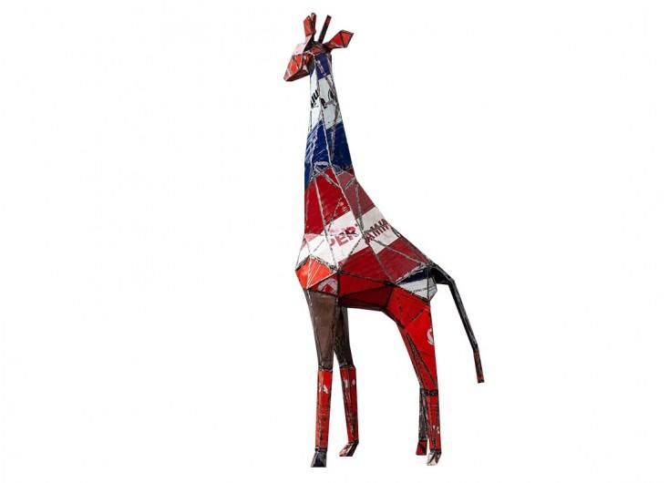 Girafe en bidons recyclés