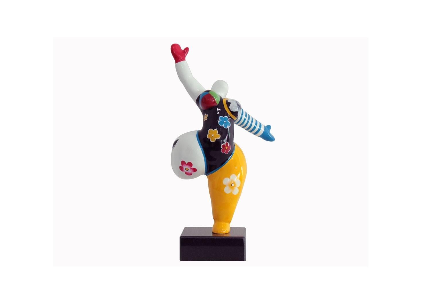 Statue Femme ronde, danseuse. Motifs fleuris