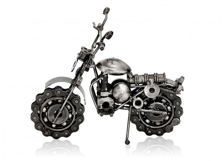Statuette de moto cross en métal récupéré