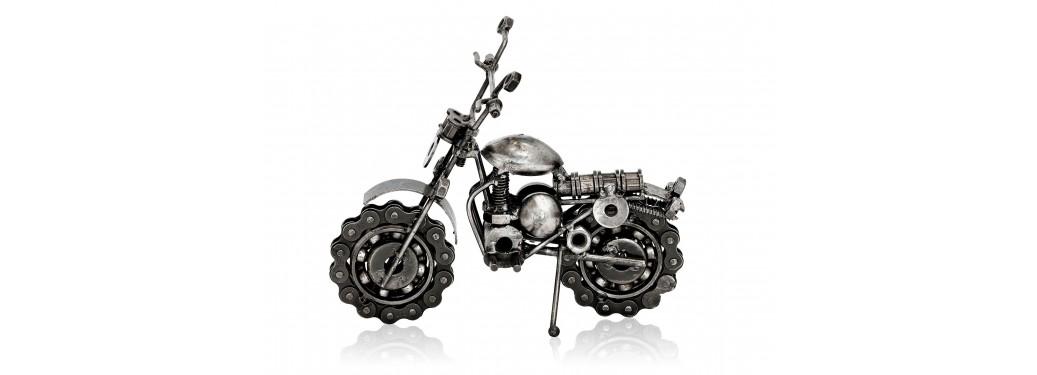 Sculpture de moto cross en pièces de motos