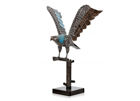 Sculpture d'aigle en pièces de motos