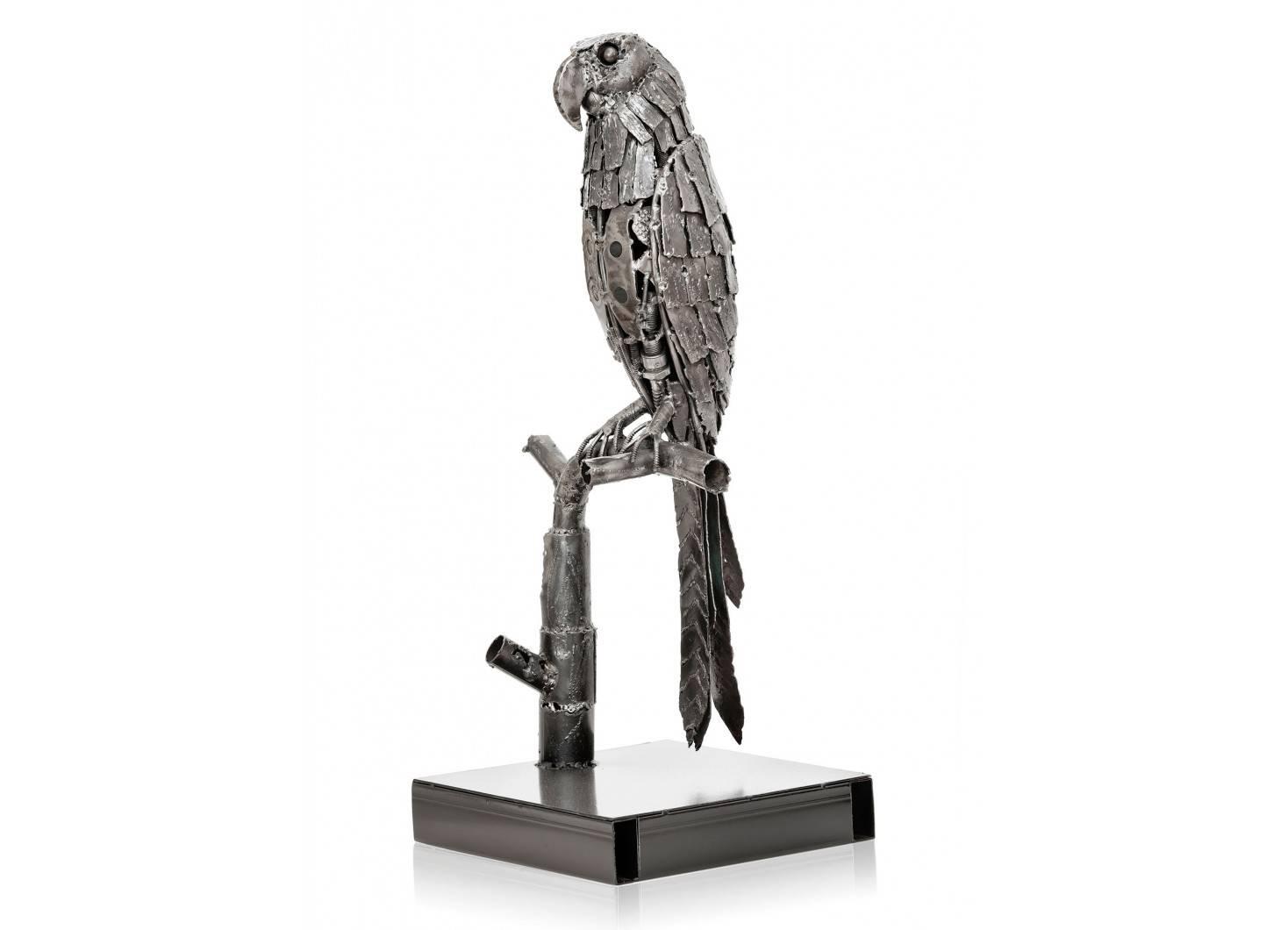 Statue de perroquet en métal récupéré