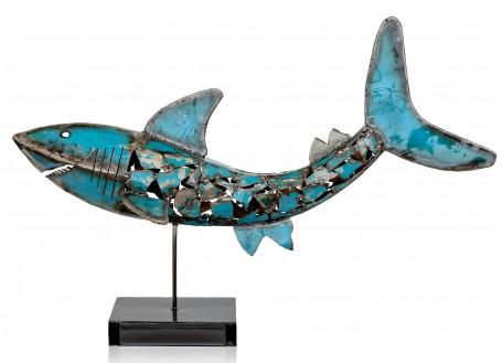 Sculpture de requin en métal récupéré