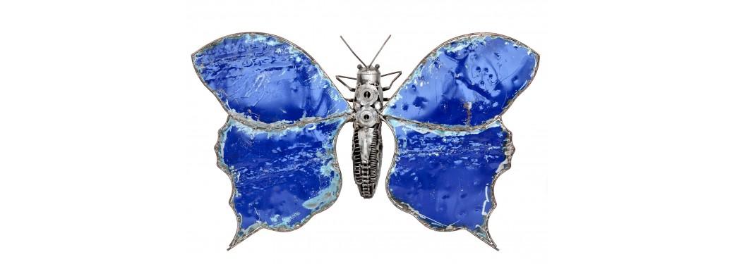 Sculpture de papillon en pièces de motos