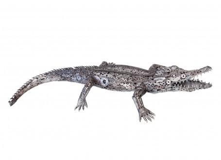 Sculpture de crocodile en pièces de motos