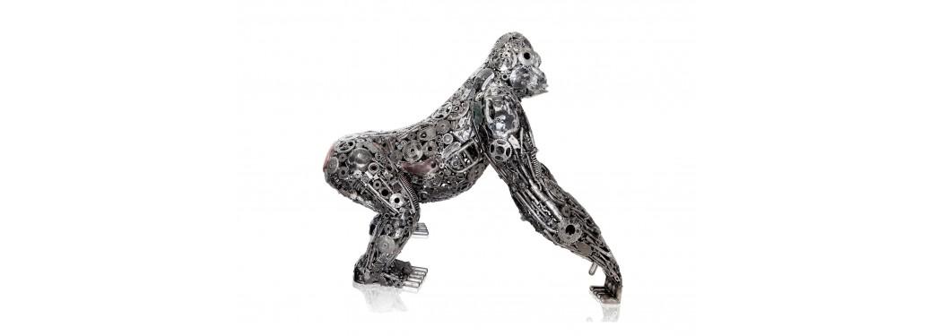 Sculpture de gorille en pièces de motos
