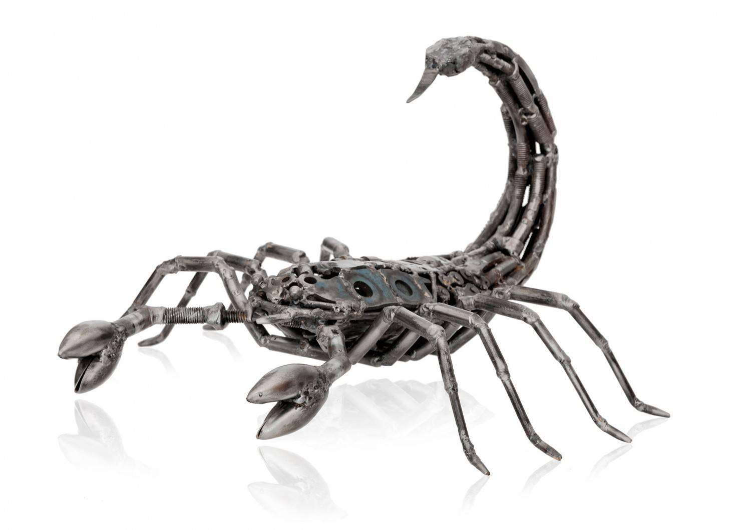 Sculpture de Scorpion en métal récupéré