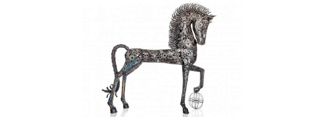 Sculpture en métal représentant un cheval : 220 cm