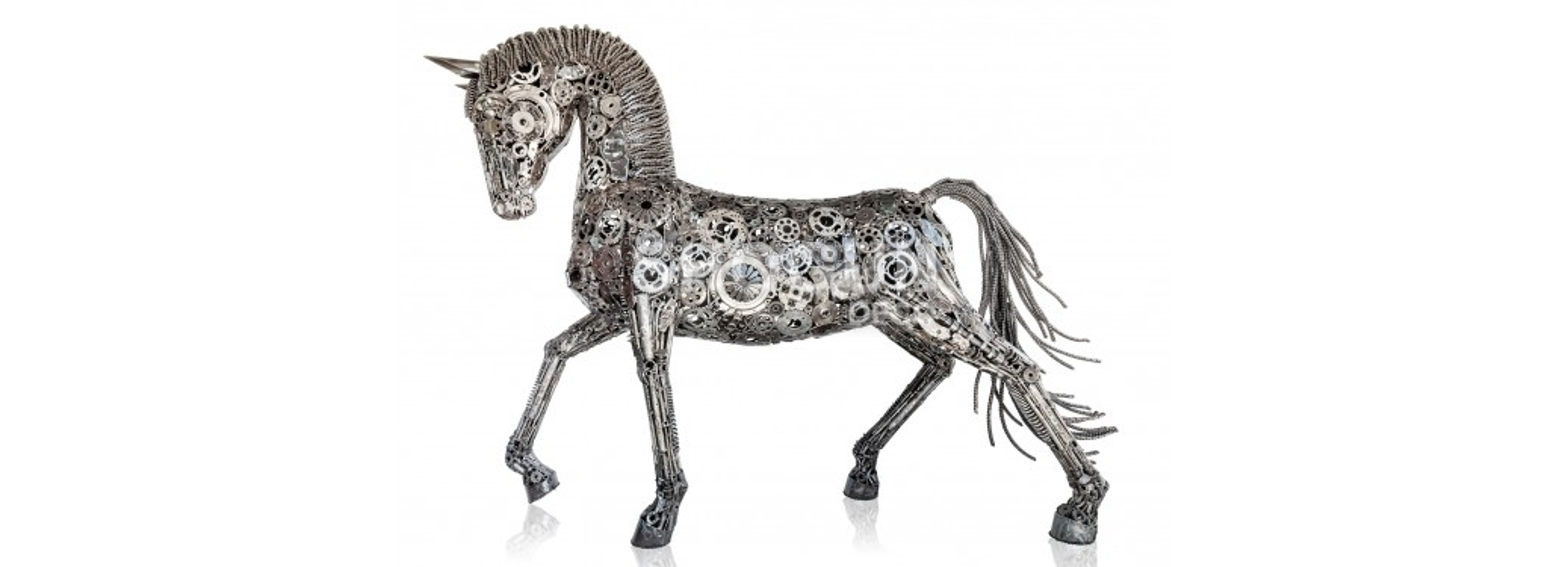 Sculpture de cheval en pièces de motos