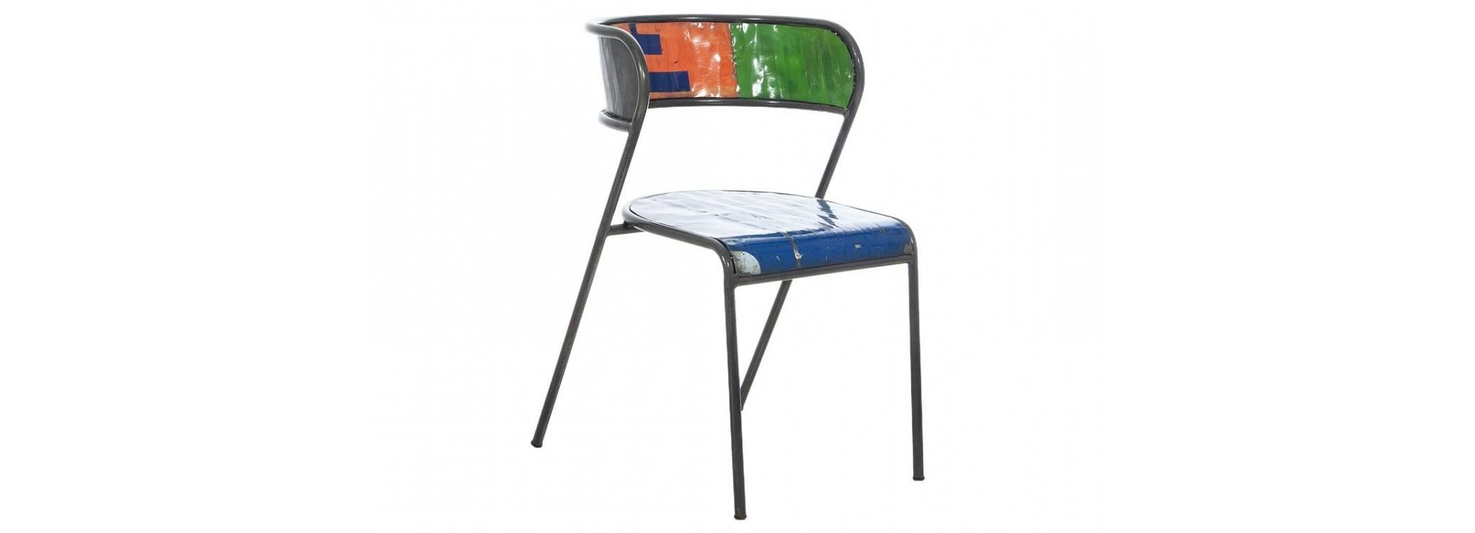 Chaise en bidon recyclé