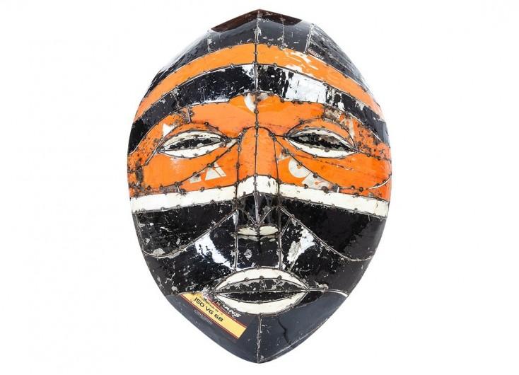 Masque mural en bidons recyclés - artisanat